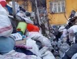 Kiraladığı her evi çöp eve dönüştürüyor