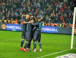 Trabzonspor, Rizespor'u ikinci yarıda bulduğu gollerle geçti