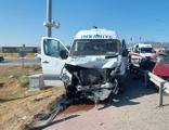 Minibüs ile otomobil çarpıştı! 17 yaralı