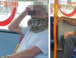 Otobüse binip, yılanı maske olarak kullandı