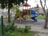 Parkta çocuklara cinsel organını gösterdi