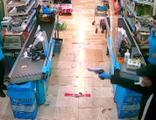 Adana'da markette dehşet anları!