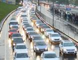 1 saatin 45 dakikası trafikte kaybediliyor