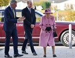 Kraliçe 7 ay sonra ilk kez dışarı çıktı