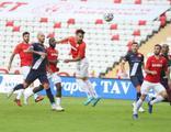Antalya'da 2 gol ve 4 kırmızı kartlı maç