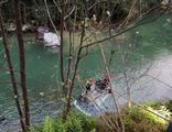 Rize'de otomobil dereye uçtu: 1 ölü, 1 yaralı