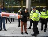 İngiltere'de aşı karşıtı gösteri: 3 gözaltı
