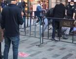 İstiklal Caddesi'nde sosyal mesafe kavgası! O anlar kamerada