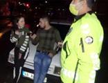 Sevgilisiyle beraber polis ve basını tehdit edip saldırdı