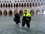 Venedik sular altında kaldı, 5.5 milyar euro tartışılıyor!
