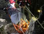 Kayalığa düşen iş insanı 8 saatte kurtarıldı