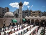 Gazze'de camiler yeniden ibadete açıldı