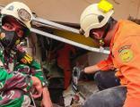 Endonezya'da 6,2 büyüklüğünde deprem! Ölü ve yaralılar var