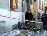 Alevlerin arasında kalan hurdacıyı itfaiye kurtardı