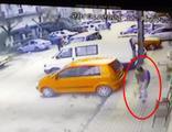 Alkollü şahsın polise ateş edip kaçması kamerada