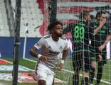Beşiktaş 10 kişiyle 3 puana uzandı