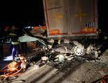 Korkunç kaza! TIR'ın altına girdi: 2 ölü
