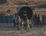 Maaş alamayan Yunan askeri kazan kaldırdı