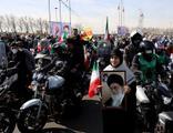 'Kahrolsun Ruhani' sloganları damga vurdu