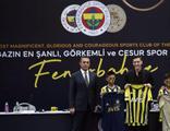 Mesut Özil imzalı çubuklu forma rekor kırdı