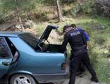 Polisi görünce kız arkadaşını öylece bırakıp dağa kaçtı!