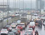 İstanbul'da cuma mesai saati sonrası trafik yoğunluğu