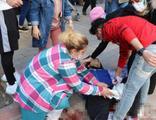 Sokak ortasında yürürken bıçaklandı!