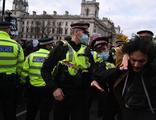 İngiltere'de protestolar sürüyor: 15 gözaltı