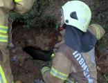 Köpek kurtarmak için girdikleri su yolunda mahsur kaldılar
