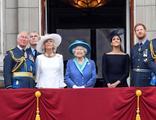 Cenaze töreninde üniforma krizi! Kraliçe devreye girdi