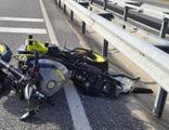 Kontrolden çıkan motosiklet refüje çarptı: 2 ölü
