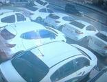 İstanbul'da kısıtlama gününde 12 aracın hasar gördüğü kaza!