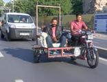 Koltukla trafikte tehlikeli yolculuk kamerada