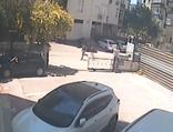 İlginç hırsızlık! Çanta çalıp, otomobillerin lastiğini kesti