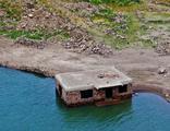 Baraj suları çekilince köy gün yüzüne çıktı
