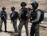 İsrail 10 yaşındaki 2 çocuğu gözaltına aldı
