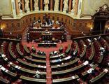 Fransa'da Müslümanları hedef alan yasanın onayına tepki