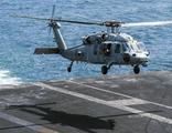 Uçak gemisinden kalkan helikopter denize çakıldı