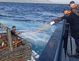 Yunanistan'ın Türk kara sularına ittiği 63 göçmen kurtarıldı