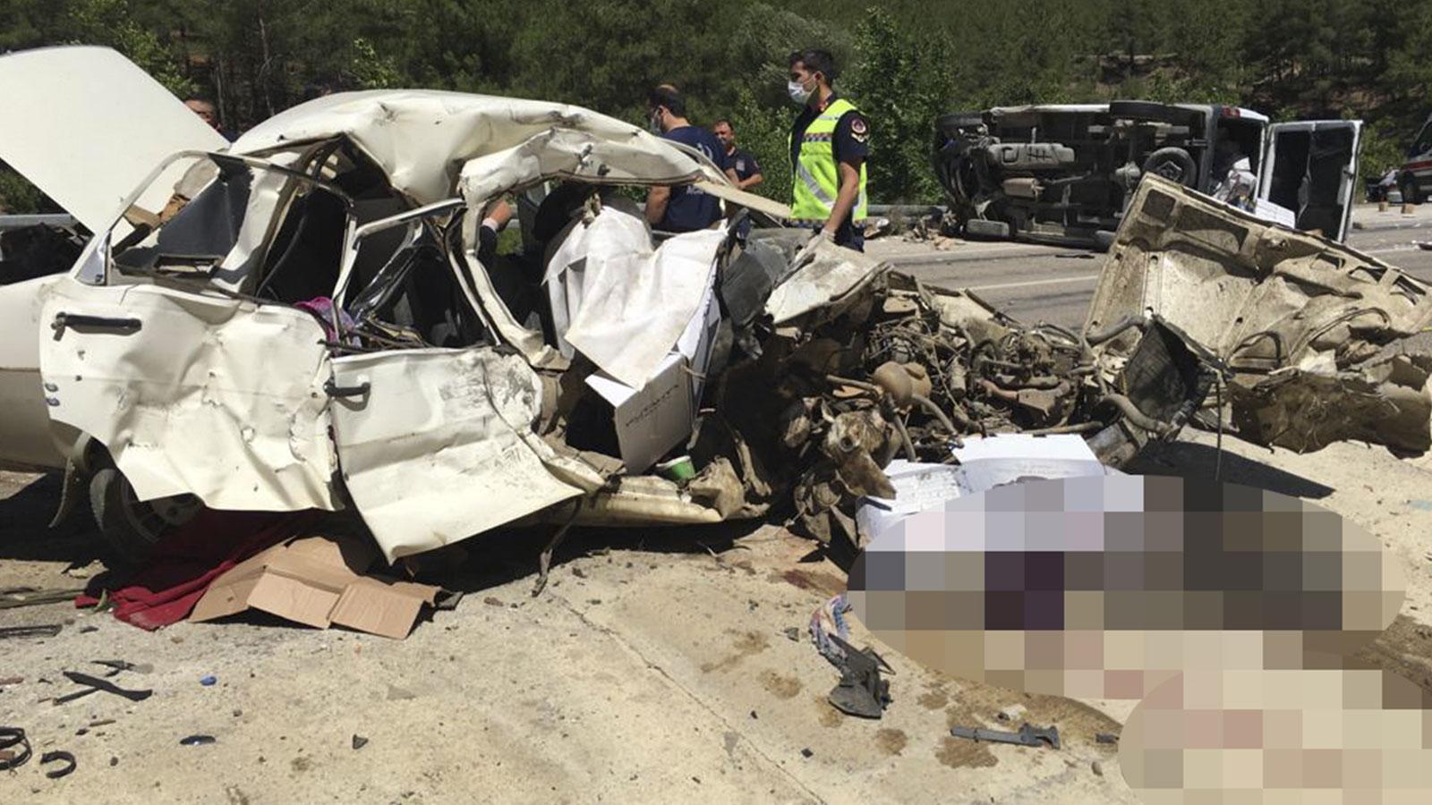 Son dakika! Adana'da düğün yolunda feci kaza: 5 ölü, 1 yaralı