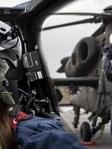Türkiye'nin ilk kadın taarruz helikopter pilotu Özge Karabulut tarihe geçti: Heyecanlı ve gurur verici