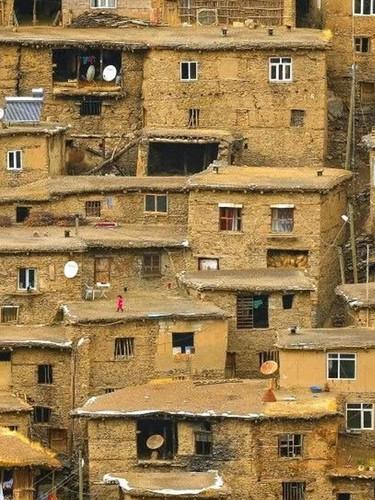 Hizan'da zamana meydan okuyan 300 yıllık taş evler! Görenleri kendine hayran bırakıyor