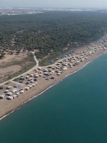 Antalya'da beş yıldızlı otellere komşu 'Çardak Beach' tatil sezonunu uzattı