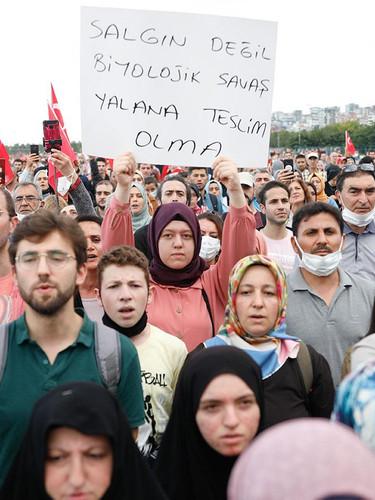 İstanbul Maltepe'de aşı karşıtlarından miting