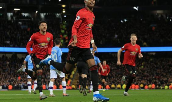 Manchester Derbisi'nde gülen taraf United