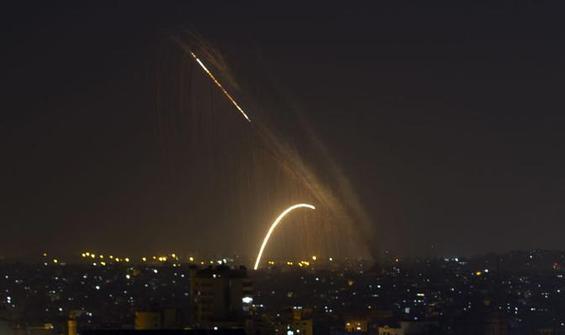 İsrail savaş uçakları yine Gazze'yi vurdu