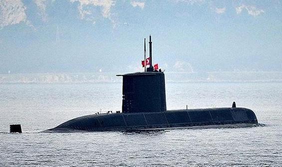 Türkiye'nin yeni denizaltısı Pirireis suyla buluşuyor