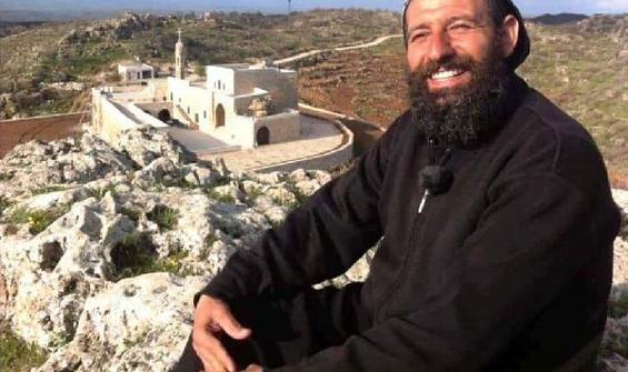 Teröristleri manastırda saklayan rahip tahliye edildi