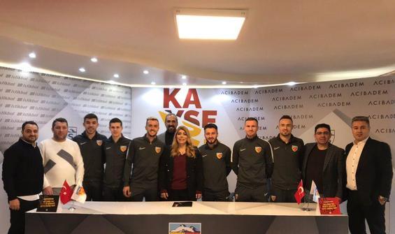 Kayserispor'da 6 transfer için toplu imza töreni