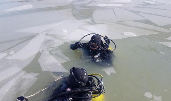 Gülistan'ı bulmak için buz tutan göle dalış yaptılar